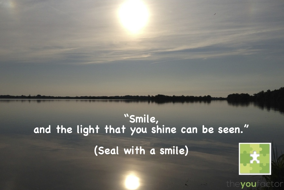 quote Seal whit a smile: Smile, and the light that you shine can be seen.